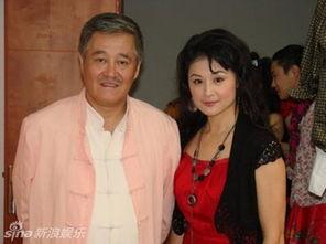 赵本山小姨子于月仙被聘为北影客座教授 穿短裙露美腿 2