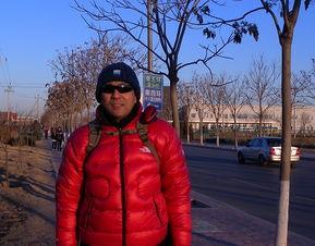 红尘谈笑路-终于看到行人,请路人甲帮忙拍照留念   我真是伤心,还没出北京城区...