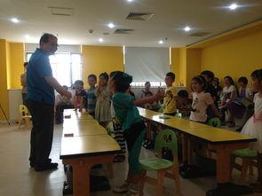 老师用身体请学生上课 老师学生上课图卡通 高中学生上课图片