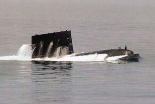 中国海军宋级039A型常规潜艇上浮出水-中国潜艇为何要追美国航母