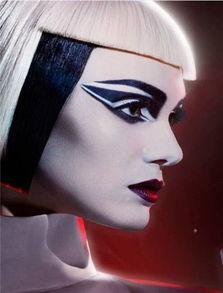 百香果柠檬蜜鸣人vs佩恩-这款妆容拥有一个多色且极具图案感感的眼妆,Pat先用棉签将所有的...