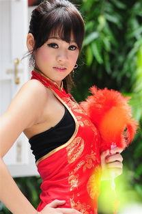 穿着红色旗袍的性感美女
