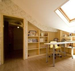 40平小户型装修案例:这里做了一个小书房,平时看看书,上上网都可...