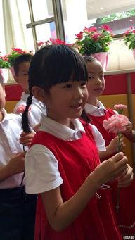 陆毅在微博晒出爱女贝儿的毕业照,并称