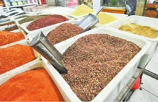 市场上的花椒价格悬殊   摄□   -揭秘 假花椒 真相 30元一斤的花椒 杂物...