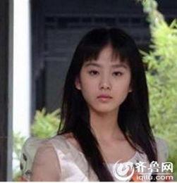 暮涩纯恋-刘诗诗   2004年,17岁的刘诗诗因为出演《月影风荷》中的女主角叶风...