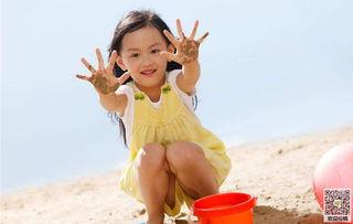 微笑快乐女孩唯美壁纸图片