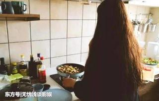 杨超越过年接父母来上海,晒与父亲比心照,素颜出镜美出新高度