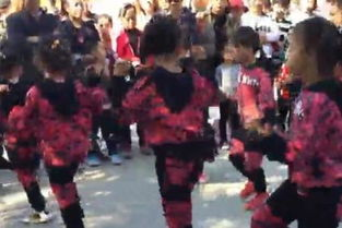 视频名称:亲子舞蹈 鬼步舞伤了的心还可以爱谁 儿童舞蹈-亲子舞蹈 ...