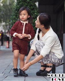 李小璐为甜馨儿 提鞋