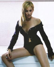 志报道,目前,法国警方宣布美国女演员   莎朗-斯通   是戛纳影展期间...