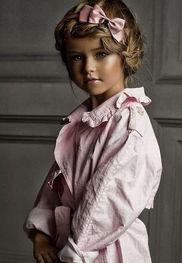 位俄罗斯的博客写手收集了这些小模特的照片发表在网上.清澈的眼神...