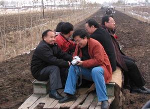 青云记官路亨通黄海川-牛玉儒在乡下的二叔,对他是有养育之恩的.   6岁时的牛玉儒失去母...