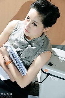 是不是碰到坏老板了 从头到尾就是一脸的哭样 -女秘书