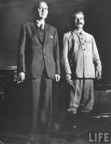 ...利·霍普金斯与约瑟夫·斯大林,在斯大林办公室内-美国女记者拍摄...