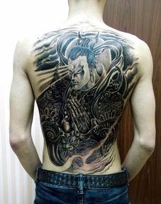 后背纹身女 后背纹身男图案大全 男人后背纹身图案大全