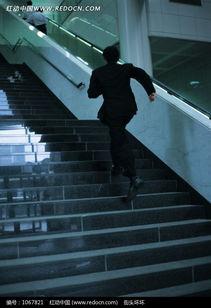 跑着上楼梯的男人背影图片免费下载 编号1067821 红动网