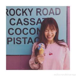 ...甜美可爱,少女心十足.-组图 张子萱吃冰淇淋卖萌 粉嫩装扮可爱爆棚