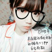 qq女生戴眼镜框头像