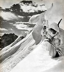 二战德国山地部队在阿尔卑斯山脉行军-户外技能在各国军事方面应用