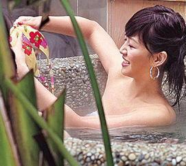 美女主播沐浴被偷拍 手抚酥胸春色无边