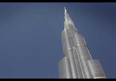 第一名、哈利法塔,原名迪拜塔,又称迪拜大厦或比斯迪拜塔,位于...