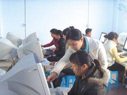 江津双福新区成人教育学校,返乡农民工在免费学习计算机知识 (资料...