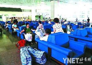 ...(8日)上午,北京西站整修一新的软席候车室重新开启,新更换的...