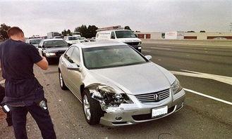 5544超碰cao-后又撞到前面一辆黑色阿库拉尾部,被两辆同样的车夹在中间这样的事...
