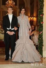 图解:2007年11月24日,第17届年度巴黎成人礼Crillon舞会举行.