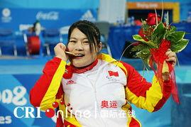 女子举重60公斤冠军边建欣 自信的女人最美丽