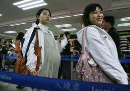 含着跪撅起腐书网-据香港明报报道,由香港卫生署统一发放的内地孕妇预约证明书,将于...