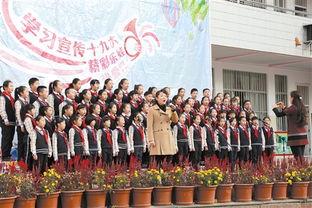 """...乐声\""""合唱队和李若梅校长共唱《中国梦》.-南宁文明网"""