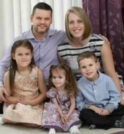 媒体报道,来自英国伯克郡的3岁小女孩rebecca lewendon,因为特殊...
