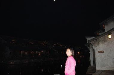 圆,月色正浓,天上的月亮和我遥相呼应,月的多情一如水的多情,但...