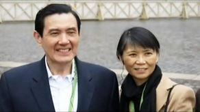 图片来源:台湾ETtoday新闻云-马英九讲稿忘词再出糗 周美青尴尬 指点