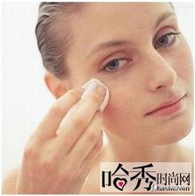 治疗方法:使用含有左旋维生素C的护肤品,帮助加强血管弹性,改善...
