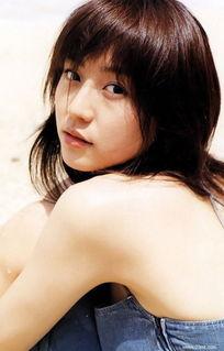 日本人气女星长泽雅美被传与年长11岁的演员伊势谷友介陷入热恋,...
