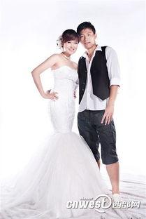 36张烈妻子 09年11月,国门张烈与妻子王萍在沈阳举行婚礼,新娘王...