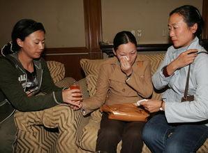 我获救工程师和遇难者妻子抵北京
