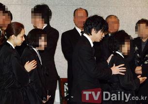 Tablo父亲出殡 Tablo与妻子姜惠贞