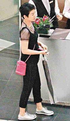 裸体部落孕肚-过往身形纤瘦的内地女星黄奕,自年前与内地富商老公姜凯闪电离婚后...