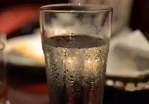 ...啥最解渴 不是冰水,也不是饮料 而恰恰是它