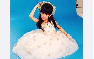 图片截取自鲍蕾微博-陆毅女儿穿白裙摆造型 网友 十年后去演小龙女吧