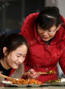 湖北咸宁崇阳的女人-咸宁妈妈陪读12载 圆脑瘫女儿大学梦