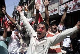 ...尔首都加德满都游行庆祝尼泊尔成为共和国.比马尔・高...