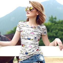 ...类似上面右图的INS泰国美少女美妆博主穿的,波普风小印花T,也是...