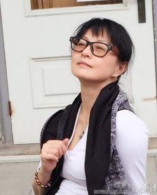 50岁李赛凤近照曝光 身材窈窕美艳依旧