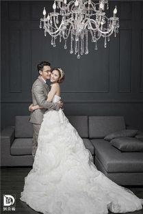 为大家说的婚纱照只拍内景多少钱?婚纱有必要拍内景吗?其实婚纱拍...