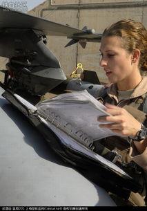 ...国空军女飞行员图片-中国空军轰炸机首次飞越宫古海峡